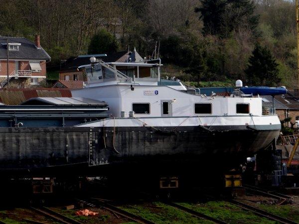 """Chantier naval """"Meuse & Sambre"""" à Beez"""