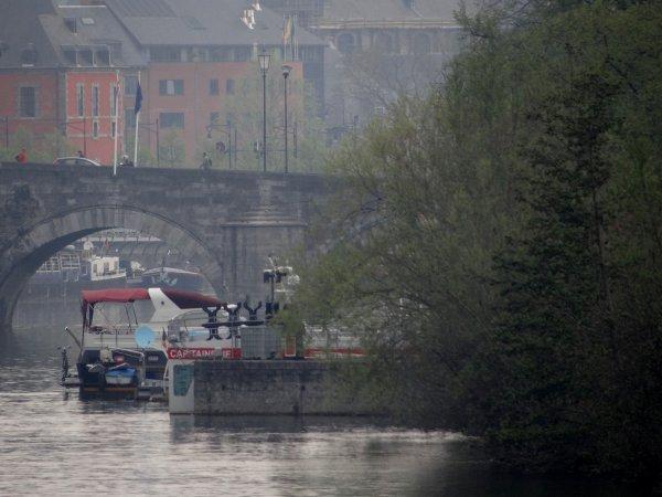 L'unique point de ravitaillement en diesel, pour la plaisance en province de Namur, c'est fini !?  La pompe à carburant, oui. Mais à l'initiative du capitaine des ports namurois, la livraison est organisée  ;)