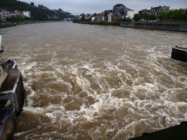 Débit stabilisé sous les 400 m³/sec.à Chooz, la pluviométrie des prochains jours reste à surveiller... - Parmi les bateaux de ce jeudi 23 mai 2013; ALLONSO, SARDASCA, ANIWAY, VROUWE ELISABETH, SELAUMI.