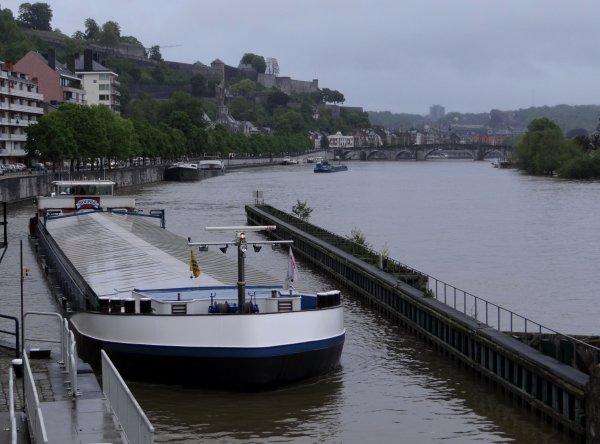 Jusqu'à 22 l. de pluie sur la Haute-Meuse ces dernières 24h. - Après 31 bateaux le 29 mai, extrait de la pause matinale du 30;  PAROLA, KOUFRA, ALLONSO, DC MOSA 1, SCHLITZOHR, ADANJO II, BLAUWE BANJER, AMBISCARA, JÜRA, COUNTRY, DAMSTERDIEP, ... - (!) INFO FUEL PLAISANCE A NAMUR  ;)
