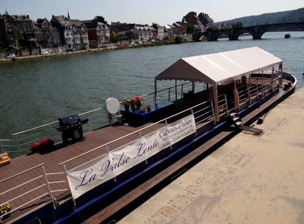 Namur, belle et accueillante, considère le tourisme fluvial comme un axe vital de la vie namuroise.