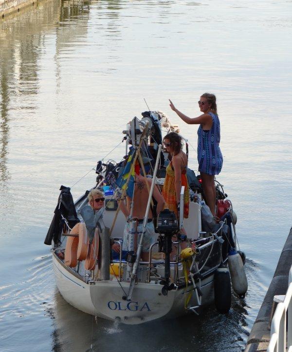 Le beau remorqueur HENDRIK (NL) parmi les bateaux de ce samedi 27 juillet 2013