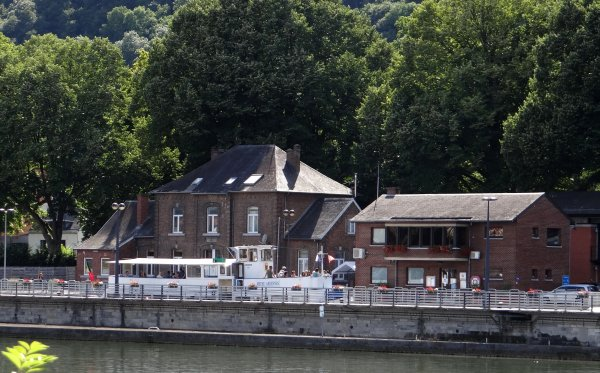 Même en vacances, toujours un regard sur la Meuse  ;)