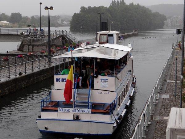 Pour naviguer, il faut de l'eau... Le retour de la pluie est donc indispensable  ;)   Débit de la Haute-Meuse: 41 m³/sec.  (sous les 25 m³/sec., cela devient problématique!)