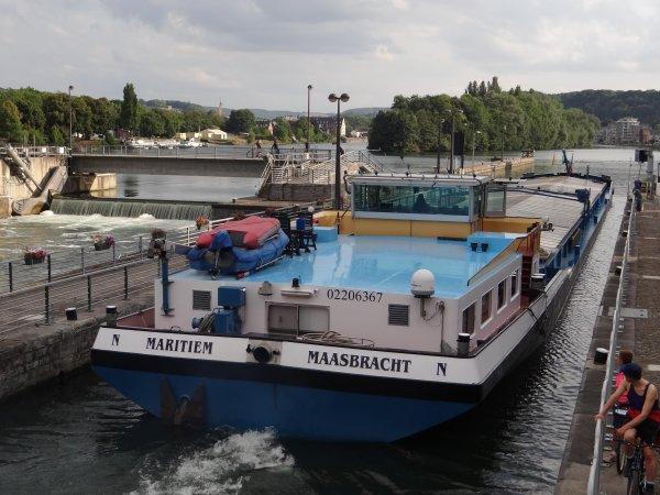 Le Beau Vélo de Ravel passe par La Plante -  MARITIEM (NL) GT.1664  avec 1275 tonnes de cellulose de Vlissingen à Givet. - Statistiques de navigation sur la Haute-Meuse rélévées à La Plante, les plus mauvais chiffres depuis 2001!