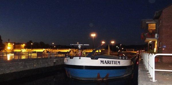 MARITIEM et GABRIELA en Meuse namuroise ... 30° à 12h. ;)   -  Le Musée du Génie à Jambes.