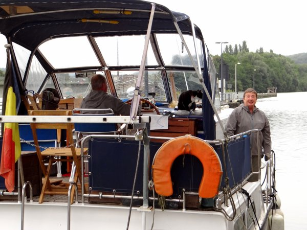 PACIFIC (B) Port-sur-Saône, un couple de français qui navigue sous pavillon belge et qui apprécie la bonhomie des Wallons   ;)