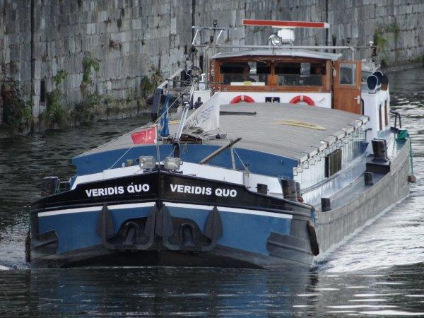 Un Plaquet de 1962, le VERIDIS QUO (NL) Haarlem, à destination de Chalon-sur-Saône avec 240t. d'engrais en provenance de Maastricht