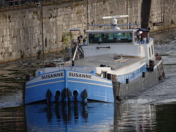 """Deuxième spits pour Chalon-sur-Saône, SUSANNE (NL) Dordrecht & un narrow-boat qui nous arrive de Sancerre à destination de Sclayn, avec pour nouvelle devise """"La Péniche"""""""
