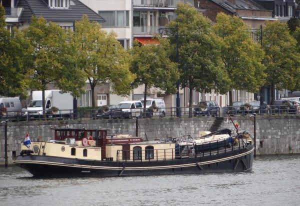 """Le premier bateau solaire fluvial français, le Soleil d'oc  ;)  Promenade à Verdun par """"elo-yan""""  La péniche MS Elisabeth et VREDE parmi les bateaux du jour à La Plante."""