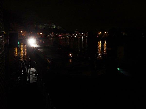 Les vantaux ne notre écluse et leurs abords, toujours dans le noir! - Pas agréable pour la batellerie comme pour les usagers du Ravel!