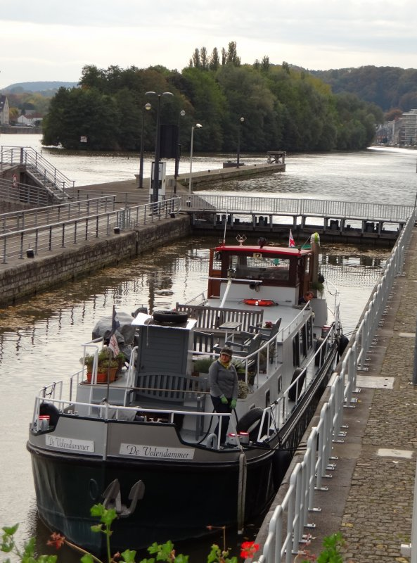 Faible trafic en cette fin de semaine avec l'AMAZONE parmi les 5 bateaux!    Communiqué VNF: Baméo reconstruira les barrages de l'Aisne et de la Meuse (29 barrages reconstruits d'ici 2020)