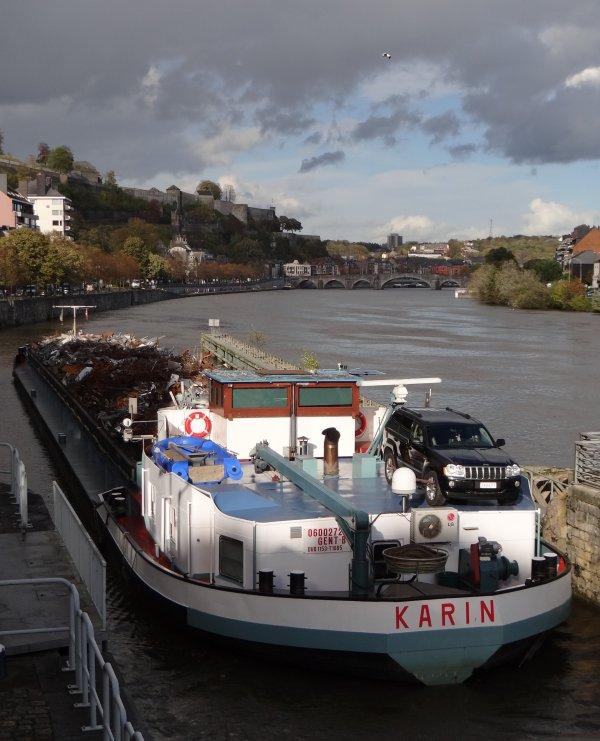 En provenance de BEAUCAIRE (Rhône) avec 230t. de riz, le spits AUDE (NL) Maasbracht (Van der Auwera 1962 Rumst) parmi les 9 bateaux du jour.