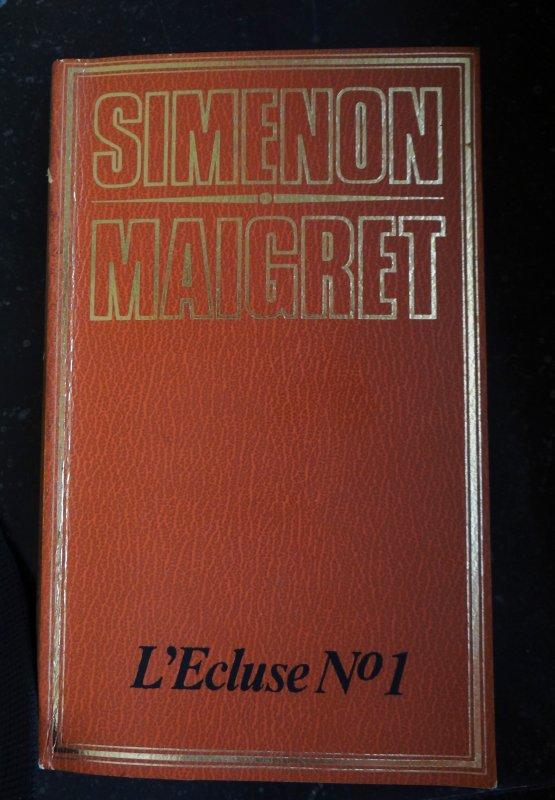 L'Ecluse N°1  Simenon-Maigret (ed.1974) , avec une douce pensée pour notre collègue José qui passe entre les mains d'un chirurgien ce mardi...