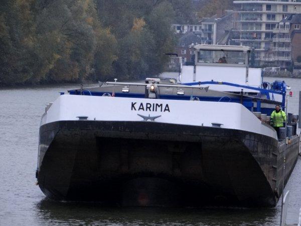 En première, le retour à vide du KARIMA depuis Givet.   Le dernier de la pause matinale venant de la Sambre, FIDES.