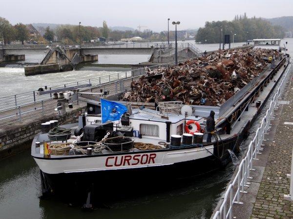 Suite à l'incendie qui a ravagé leur ancien bateau à Hermalle-sous-Huy le 22 septembre dernier, voici le nouveau CURSOR d'Henri et Corinne Bonnevie  >  GT.1608 - 90,00 - 9,50 m. 2,82 m. (ex.JAYNE)