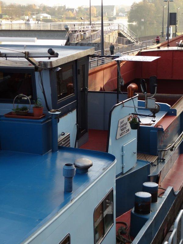 Le DC MOSA 2  en première et dernière, pour faire place au KEDYS au Quai de Fidevoye à Yvoir (SECY) .
