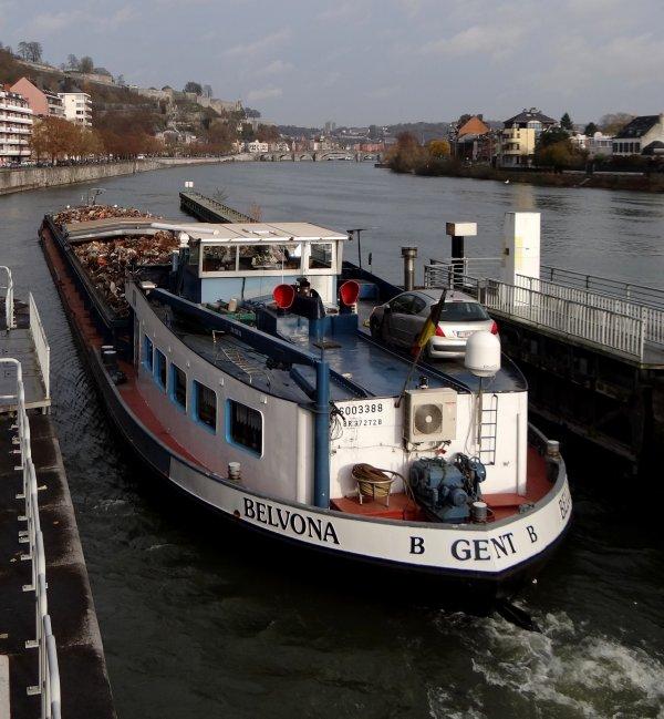 VITO (NL) et MORENA (B) deux nouveaux sur la Haute-Meuse (transport de bois de bouleaux), parmi les 8 bateaux du 5 décembre 2013.