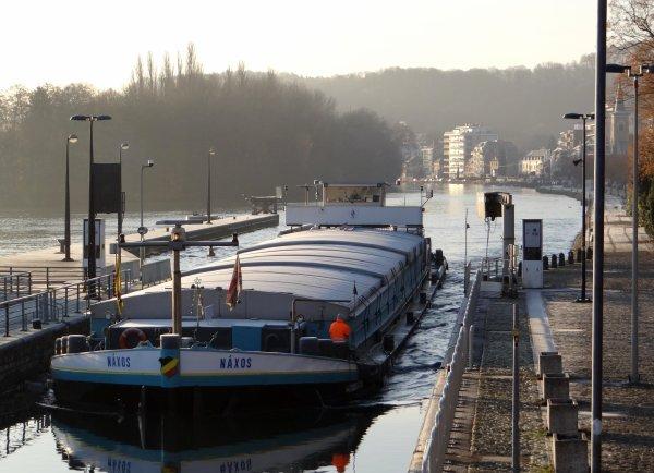 Après Ostende, c'est depuis Bruges que le bois en provenance de Lettonie nous arrive pour le port de Givet. Bio-Wanze attend 1000t. de blé en provenance du silo de Givet.