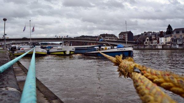 Débit stable sur la Haute-Meuse avec 350 m³/sec. à Chooz  &  Les images de Christian Delwiche  ;)