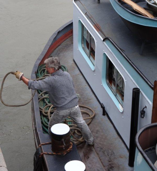 Marinetraffic.com nous permet de voir l'arrivée de l'ESMI sortant de Grands-Malades, ainsi que les bateaux en transit  entre Sambre et Meuse et ceux présents sur la Haute-Meuse entre Namur et Givet    ;)    Emilius vend son bateau, l'ESMI, àpd. 49000 euros (à peine plus que le prix de la casse!)
