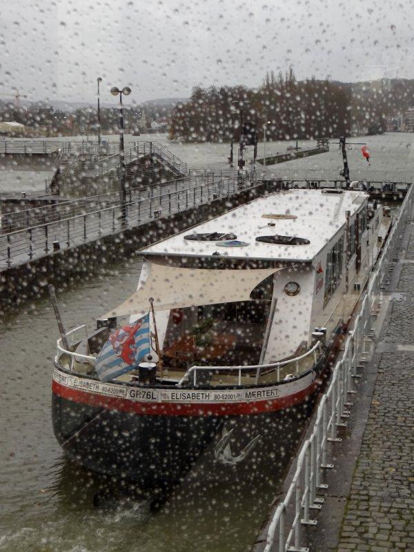 MS ELISABETH promène ses hôtes dans un des plus beaux biefs de la Haute-Meuse   ;)  Une nuit ou plus à bord d'un bateau, les offres d'hébergements fluviaux sur Namur sont variées!