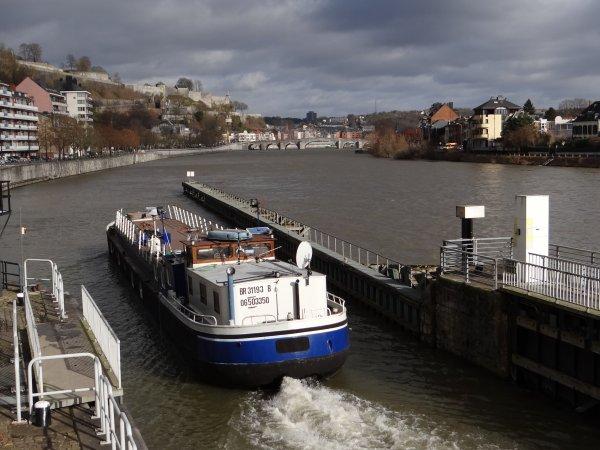 La Valse Lente sur les flots mosans  ;)  Retour au régime crue, pour la navigation seulement!