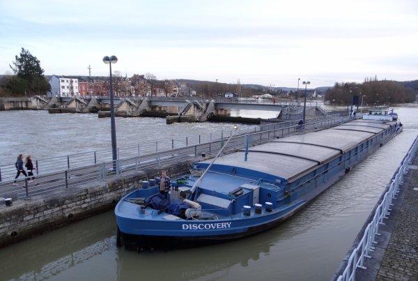 DISCOVERY de retour de Givet avec du concassé à destination de Niel, parmi les 7 bateaux de ce 17 février 2014