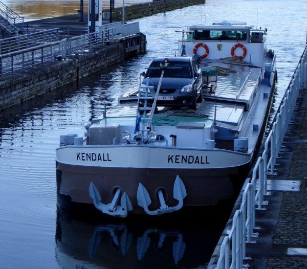 """Le début d'une nouvelle vie, à bord du """"HINDE Sr.""""(1930), arrivé en ce début 2014 à Lives-sur-Meuse   &   le KENDALL en provenance de Berry-au-Bac.  ;)"""