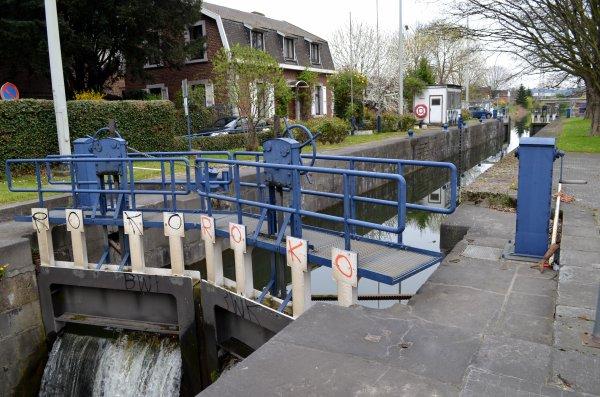 Le Canal de l'Ourthe vu par Pierre Lemoine!  Coïncidence, après 30 années, Je suis retourné sur les lieux où j'ai débuté ma carrière aux Voies navigables de Wallonie... Nostalgie  ;)