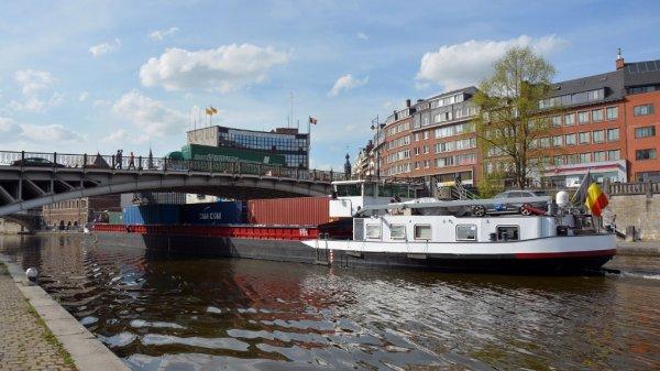 "Le bateau-hôtel ""REGINA RHENI"" (NL) Amsterdam, vu par Christian Delwiche à Namur   ;)"