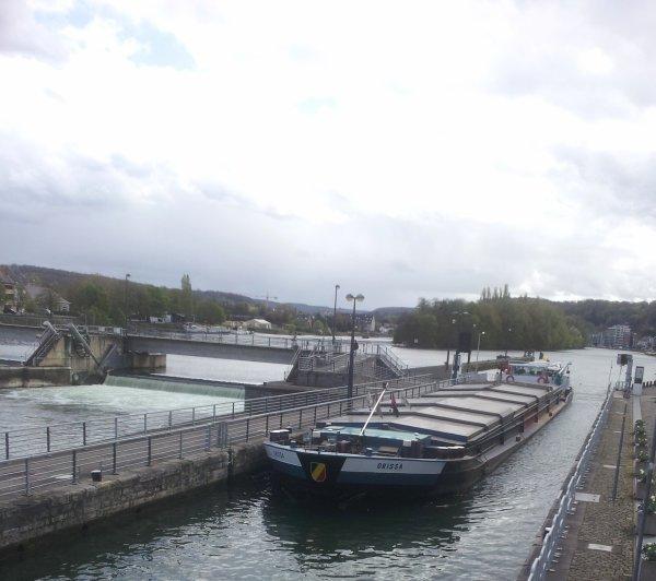 :(  Absent lors de l'arrivée namuroise de l'EXOCET, périple de Joanny et Chantal Touzelet entre Sens (F) & Gdansk (Pl)... - Hastière sera fermé de 8h à 18h. ce 10 avril 2014 ! (Avis à la batellerie du 8/4/2014)