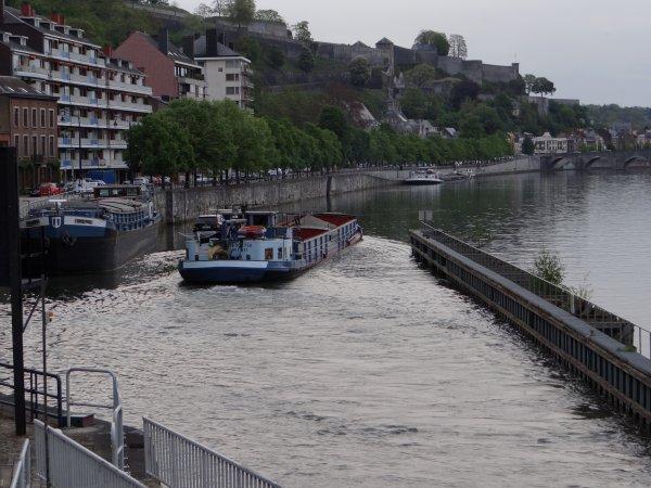 MY WAY (F) de Lanaye à Jambes (Amée) ce lundi, avant de poursuivre vers le port de Waulsort ... ;)  Le trafic du jour, 15 bateaux, c'est le record du mois d'avril...