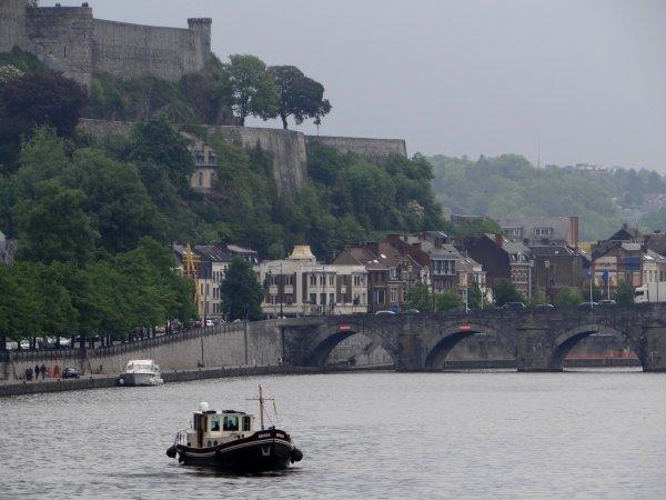 Le Fluvial n°242 de mai est disponible avec un article sur la Haute-Meuse depuis le port de Waulsort ...  ;)