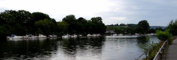 Vers la Promenade de Meuse à Wépion et le Rivage de Dave après le passage devant le port de plaisance d'Amée... sans oublier la halte auprès de l'excellent artisan glacier de Wépion, FLEUR DE LAIT ;)