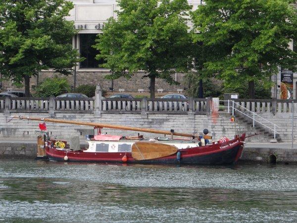 """Plus de peur que de mal pour le DUSAMA (NL) remis de son avarie du 31 mai sur la Meuse française... - Différents... et tous à bord avec l'Ancre Bleue """"La Barquerolle"""" +32(0)87 54 10 02"""