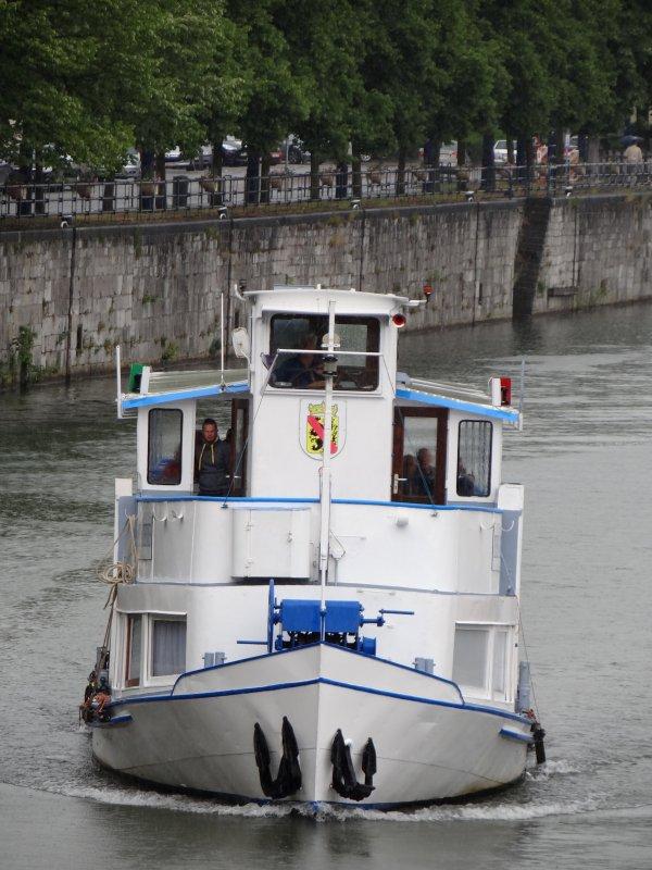En première, ORCA (B) Antwerpen, chargé de 943t. de charbon (T.E.2,48m.) en provenance d'Amsterdam et à destination de Givet.    ATTENTION : TIRANT D'EAU REDUIT EN MEUSE !!!  Consultez l'avis à la batellerie du 3 juin, modifié par celui du 5 juin! (avis urgent)