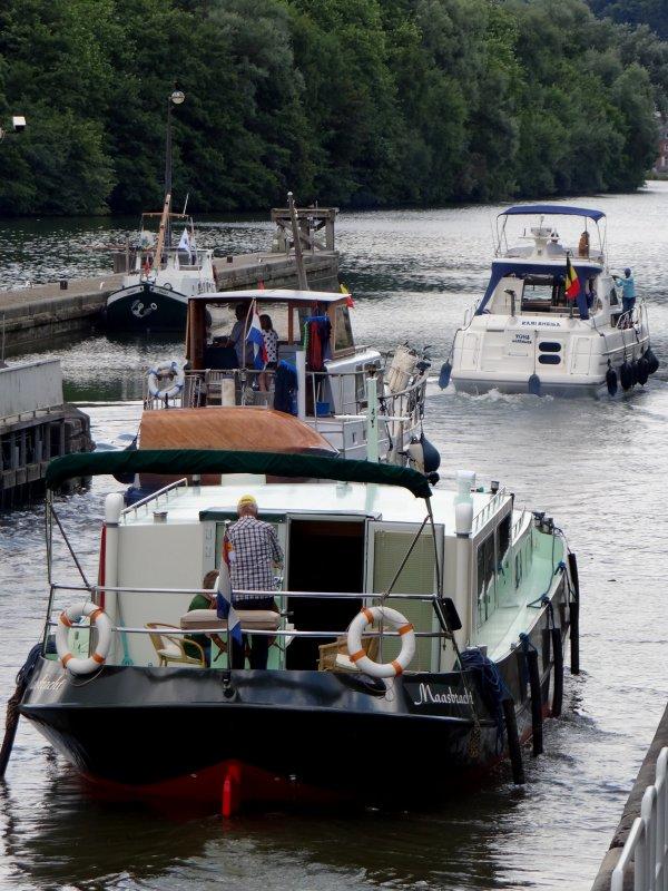 Le MS ELISABETH (L) basé à Namur était survolé par un drone lors de son passage montant avec une équipe de RTL ...