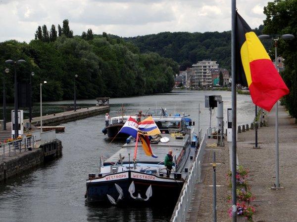 """Après un week-end """"Happy Summer"""" sous la pluie (mais il nous en faut avec 33 m³/sec.), début de semaine et fin de mois avec 27 bateaux dont 10 marchands qui ne suffiront pas à relever les plus mauvaises statistiques depuis 2001  :("""