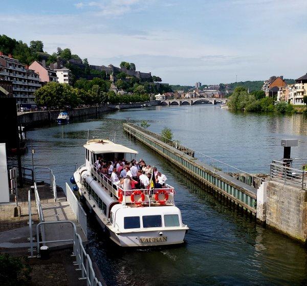 """Le nouveau transport de passagers, le VAUBAN, est de sortie dans le bief namurois avant un 1er passage dans notre écluse en compagnie du régulier MEUSE-ARDENNES pour son """"Namur-Wépion-Namur""""   -    La Barquerolle en Meuse namuroise du 12 au 19 juillet...  ;)"""