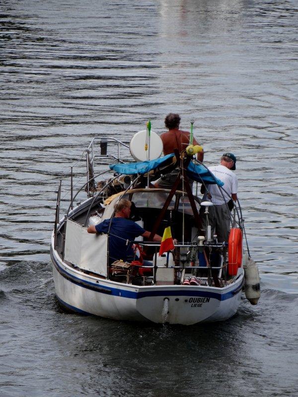 La traditionnelle randonnée à l'aviron (Sedan-Namur) parmi les 55 bateaux ce 1er août 2014...
