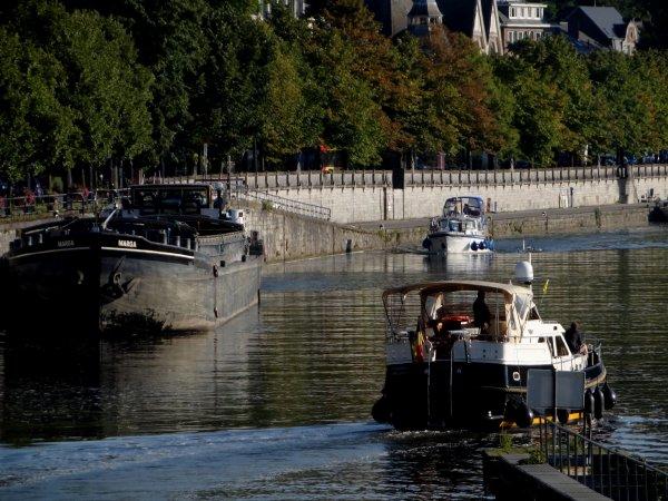 Meuse namuroise, 10° avant l'apparition du soleil... bonjour   ;)   Quelques départs, mais surtout, la suite des retours de vacances... à l'année prochaine sur la Haute-Meuse   ;)