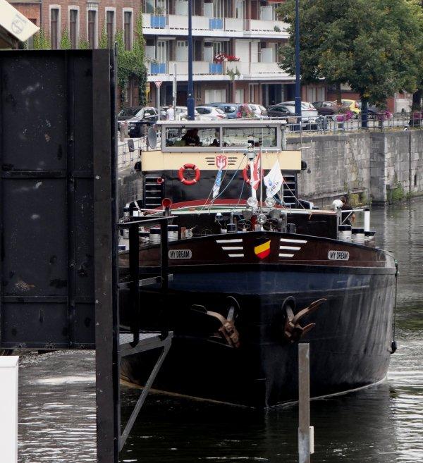 """Bande annonce """"Marins d'eau Douce 2014""""  film sur l'univers des mariniers...  - MY DREAM parmi les bateaux de ce 4 septembre sur la Haute Meuse belge. Le n°245 de Fluvial vient de paraître  ;)"""