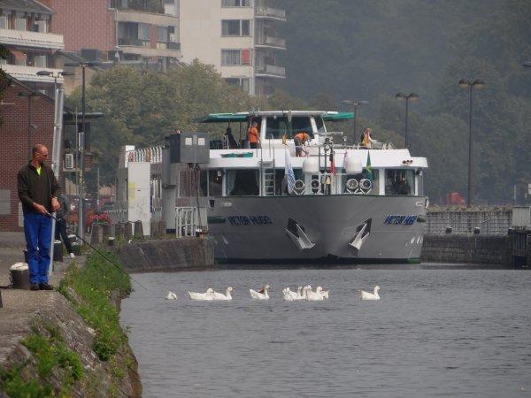 MS VICTOR HUGO dans la traversée namuroise le 8 septembre 2014   ;)