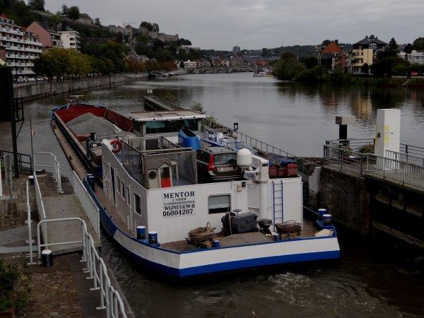 Parmi le faible trafic de cette fin de septembre quelques plaisanciers quittent la Haute-Meuse pour rejoindre les festivités du 20è.Pardon de la Batellerie à Marchienne-au-Pont