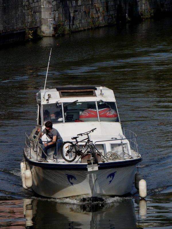 C'est la journée des voilers, après un équipage familial germanique, un solitaire suédois...