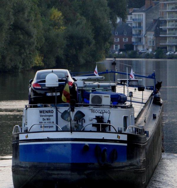 Jambes - Le port de plaisance... Charlie's Capitainerie   ;)   Sébastien Godeau expose pour la première fois à la capitainerie de Jambes, la piscine flottante Immerside en collaboration avec Charlie's Factory (société d'évènements).