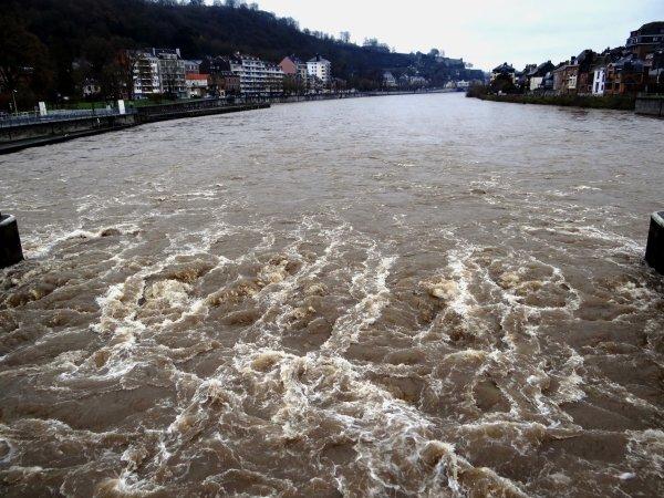 La Haute-Meuse en régime crue pour la navigation, les écluses sont prêtes pour les avalants... (rappel des dispositions générales d'utilisation de la voie navigable)