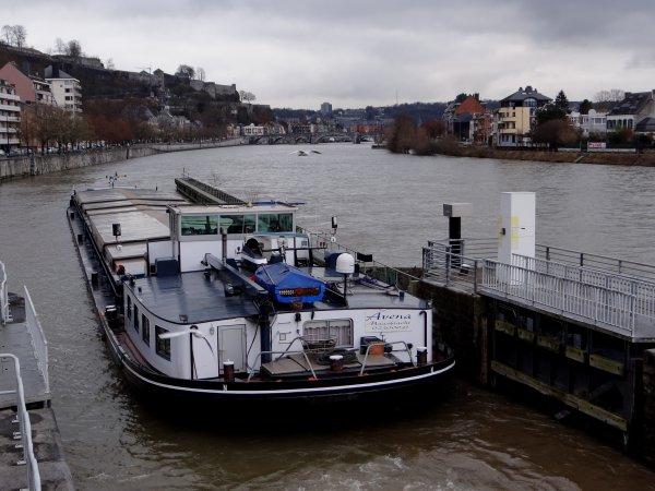 Un nouveau sur la Haute-Meuse, EXPERIENCE parmi les 4 bateaux de ce 30 janvier 2015. - L'écluse de La Plante, année 1960!  ;)