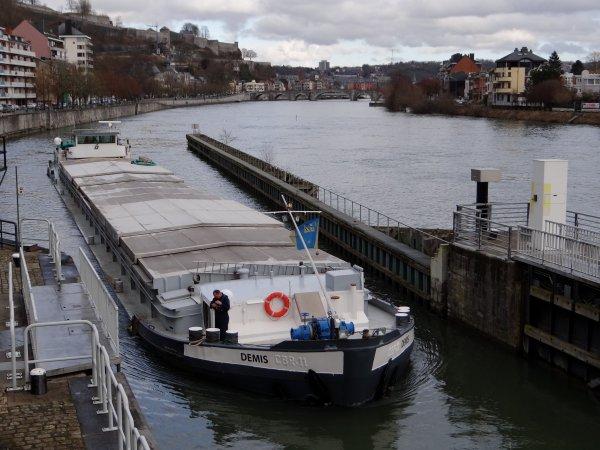 EMERALD (NL) est de retour de Givet avec 880 tonnes de colza pour l'Allemagne. DEMIS fait son 3è.voyage avec du charbon entre Rotterdam et Givet. (13745t. sur les 16000t. annoncés)